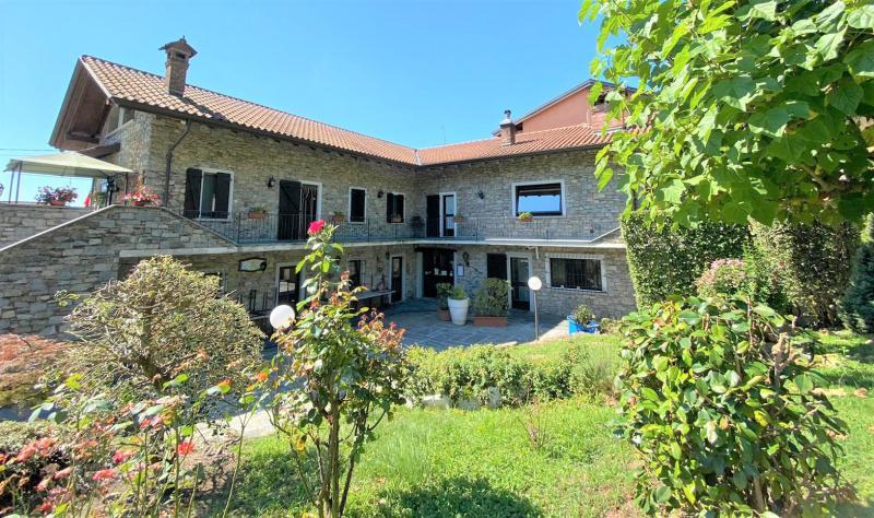 Rustico / Casale in vendita a Lesa, 10 locali, prezzo € 690.000 | PortaleAgenzieImmobiliari.it