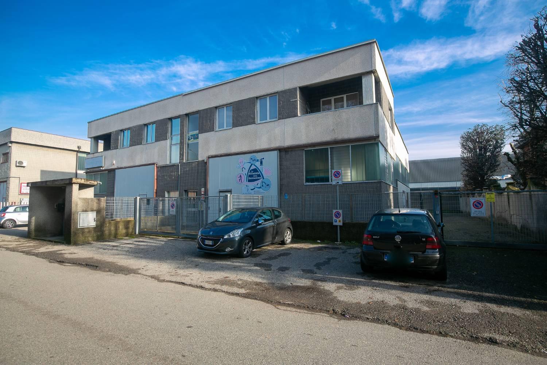 Capannone in affitto a Bollate, 3 locali, zona ina Nuova, prezzo € 21.600   PortaleAgenzieImmobiliari.it