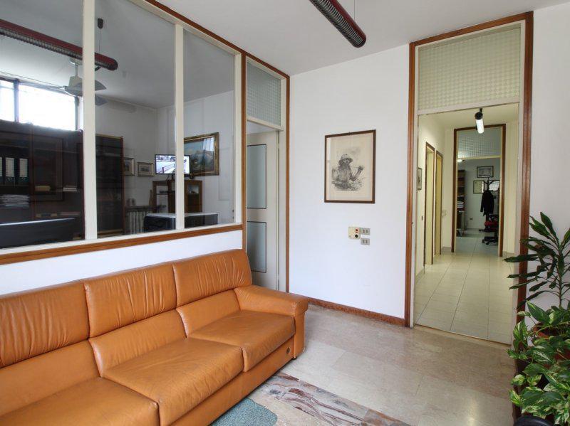 Ufficio / Studio in vendita a Bollate, 4 locali, prezzo € 70.000 | PortaleAgenzieImmobiliari.it