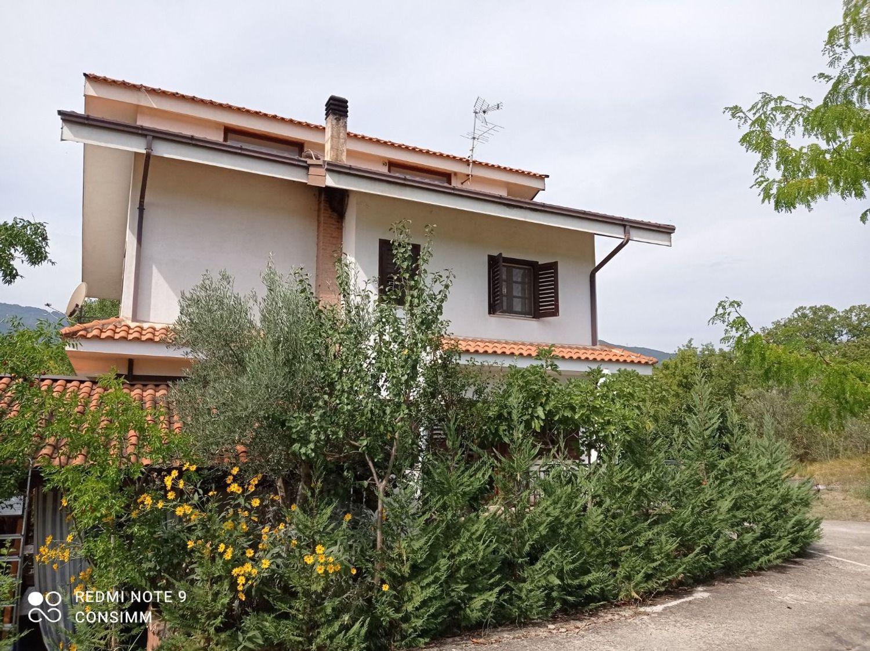Villa in vendita a Castrolibero, 7 locali, prezzo € 300.000 | CambioCasa.it