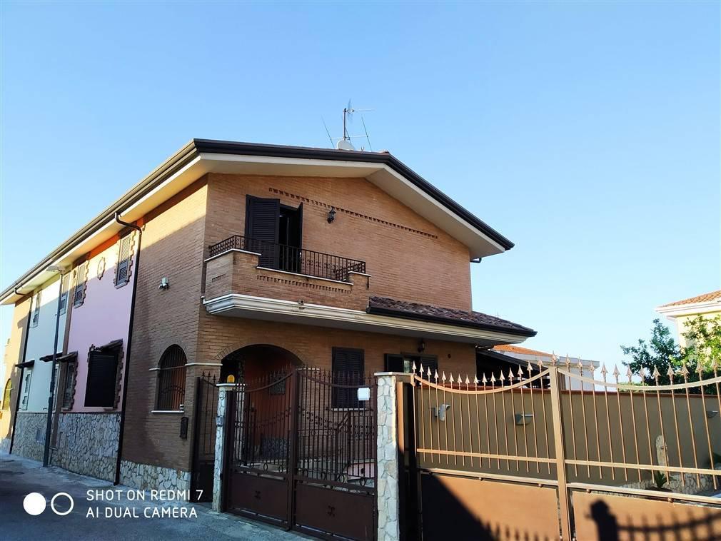 Villa in vendita a Villa di Briano, 5 locali, Trattative riservate | CambioCasa.it
