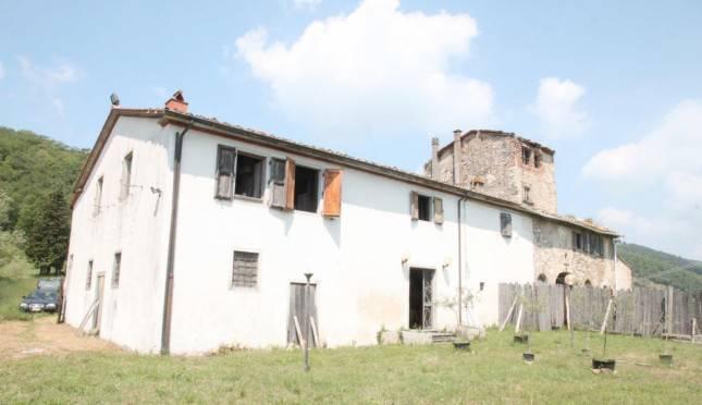 Rustico / Casale in vendita a Barberino di Mugello, 15 locali, prezzo € 180.900 | CambioCasa.it