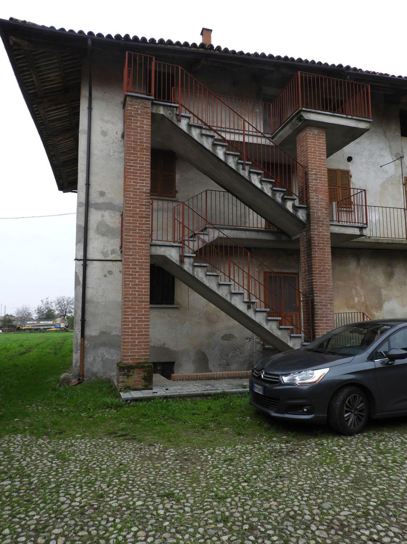 Rustico / Casale in vendita a Castelletto Stura, 6 locali, prezzo € 55.000   CambioCasa.it