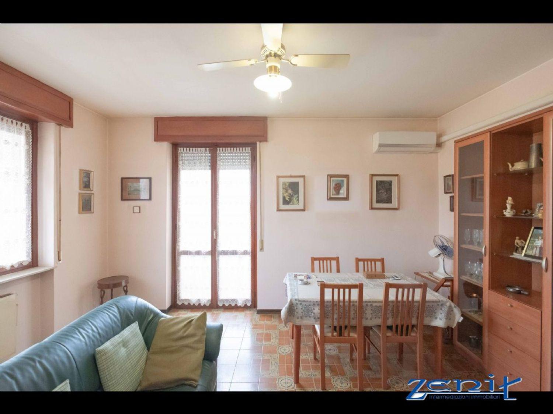 Appartamento in vendita a Codogno, 4 locali, prezzo € 98.000   CambioCasa.it