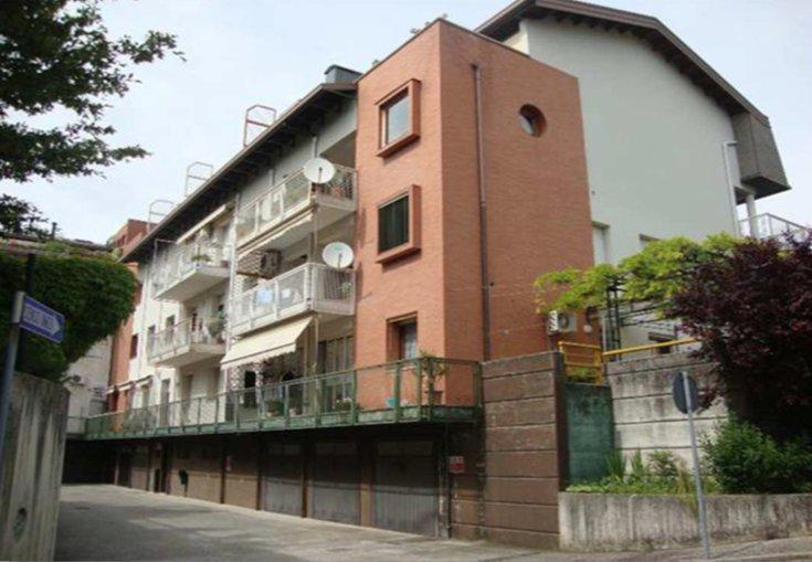 Ufficio / Studio in vendita a Manzano, 9 locali, prezzo € 51.000   CambioCasa.it